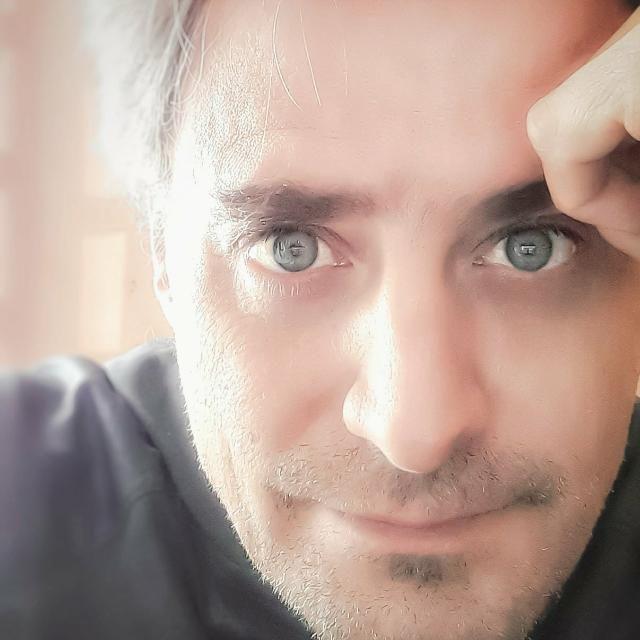 """Fernando Viano presenta su tercer libro """"Y si de estar aquí se trata"""""""
